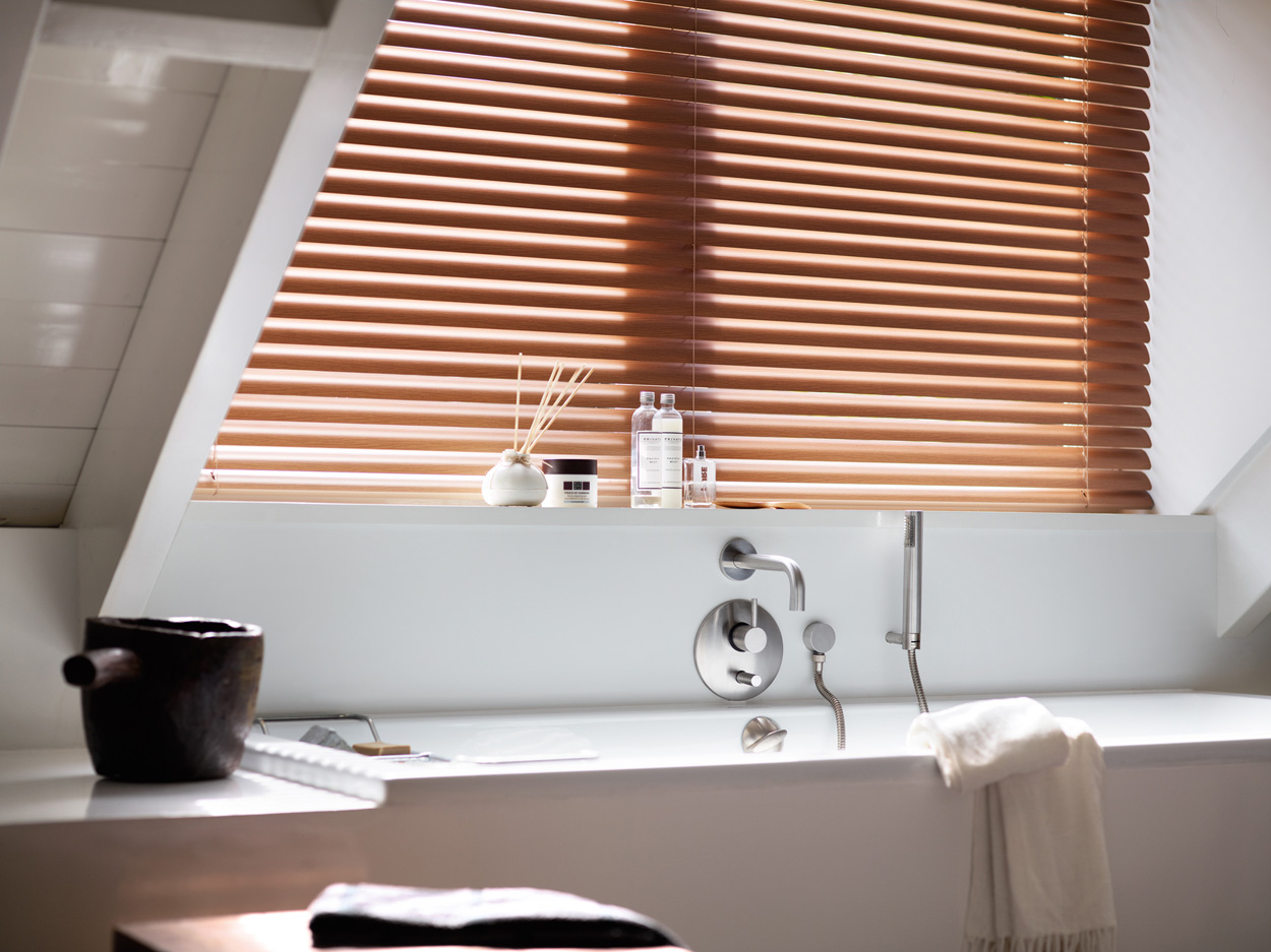 Store v nitien bois 25 35 50 mm stores techniven - Showroom salle de bain toulouse ...